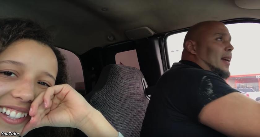 Она записала, как ее папа поет за рулем. Теперь его голос обожают миллионы!