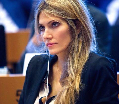 Горячие женщины-политики, которые дадут фору любой модели