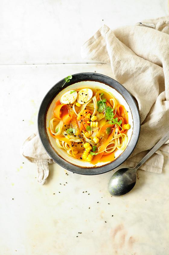 Легкий вегетарианский суп с куркумой