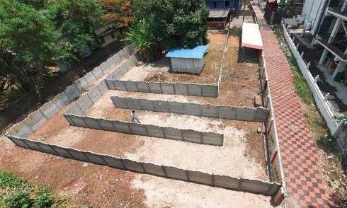 Смекалистый владелец бара построил перед своим заведением целый лабиринт, чтобы его не закрыли