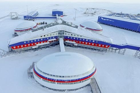 «Арктический трилистник»: российская военная база, на которой можно жить изолированно целых 1,5 года