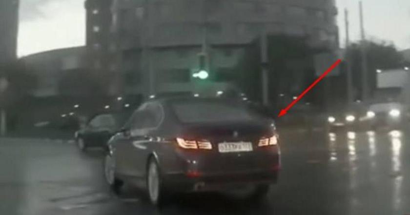 Мистическая авария: Смотрите, как машина появилась буквально из под земли!