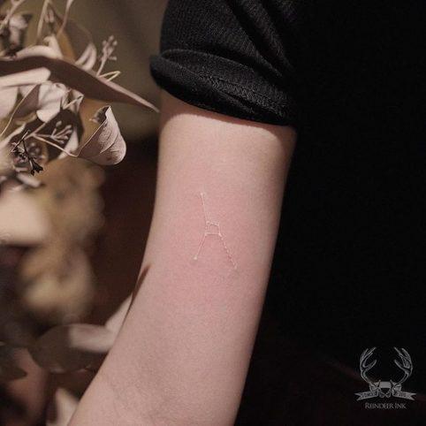 White ink tattoo: 16 идей «невидимых» тату