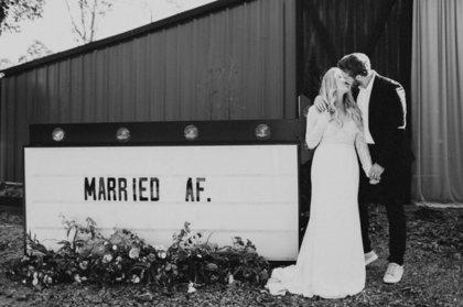 12 забавных способов дать миру понять, что вы женаты