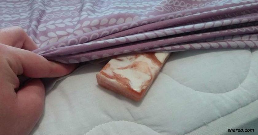 Засуньте кусок мыла под простынь. Утром все будет совершенно по другому!